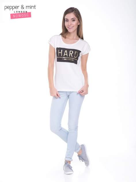 Ecru t-shirt z metalicznym nadrukiem HARD i koronkową wstawką z tyłu                                  zdj.                                  5