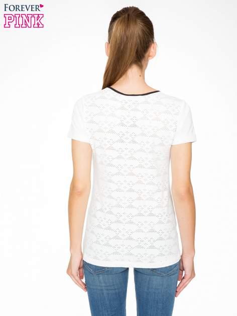 Ecru t-shirt z nadrukiem NEW YORK i ażurowym tyłem                                  zdj.                                  4