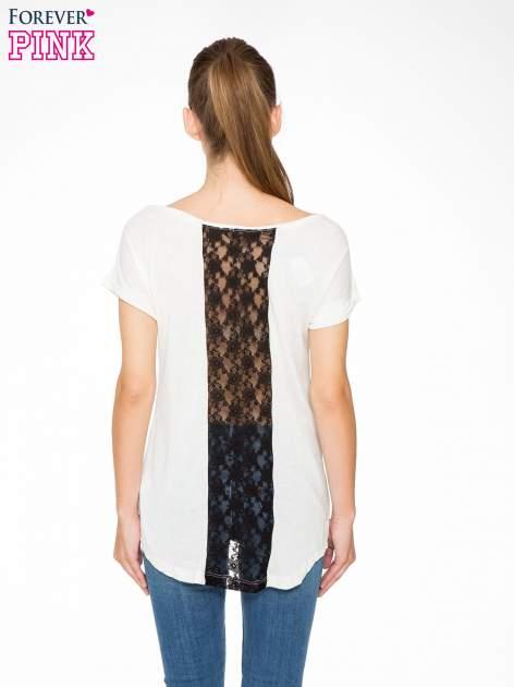 Ecru t-shirt z nadrukiem NEW YORK i koronkowym pasem na plecach                                  zdj.                                  4