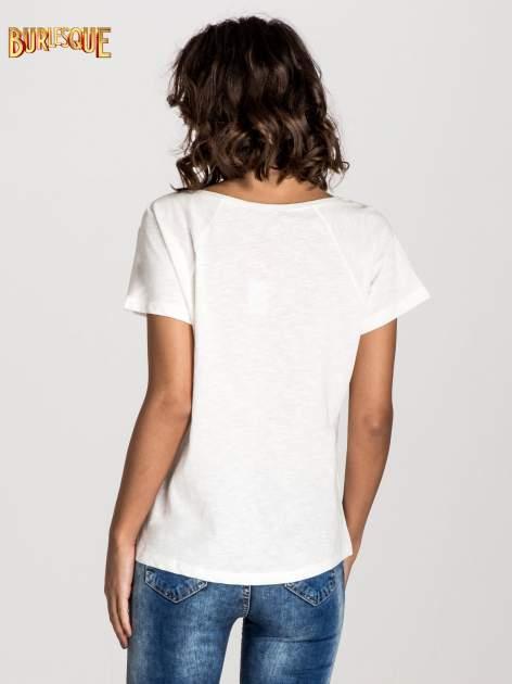 Ecru t-shirt z nadrukiem TAKE ME TO THE OCEAN z dżetami                                  zdj.                                  3