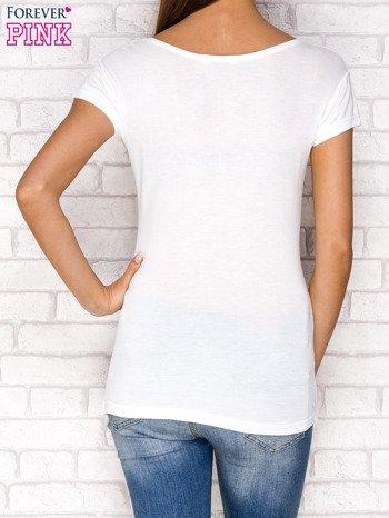 Ecru t-shirt z nadrukiem dziewczyny                              zdj.                              2