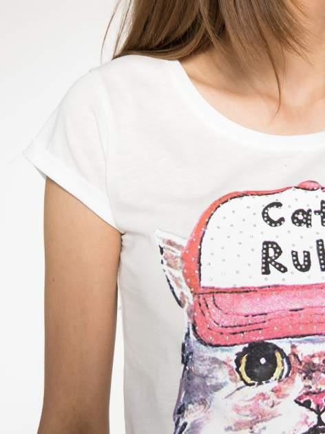 Ecru t-shirt z nadrukiem kota i napisem CATS RULE                                  zdj.                                  6