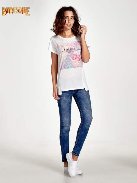Ecru t-shirt z nadrukiem kwiatowym i napisem NEW YORK                                  zdj.                                  7