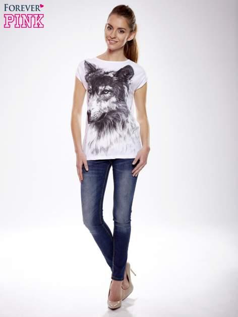 Ecru t-shirt z nadrukiem wilka                                  zdj.                                  1
