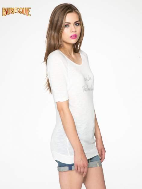 Ecru t-shirt z napisem LIVE IN THE SUNSHINE z dżetów                                  zdj.                                  3