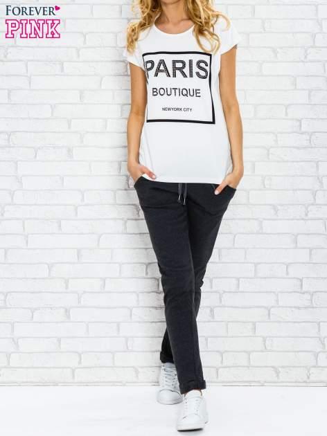 Ecru t-shirt z napisem PARIS BOUTIQUE z dżetami                                  zdj.                                  2