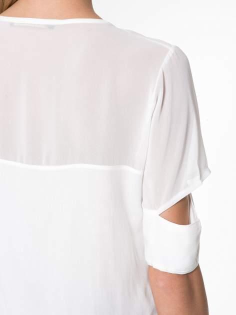 Ecru t-shirt z siateczką i rękawami typu cut out shoulder                                  zdj.                                  9