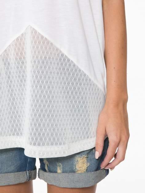Ecru t-shirt z siateczkowymi wstawkami                                  zdj.                                  11