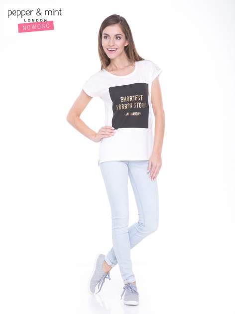 Ecru t-shirt z zabawnym nadrukiem SHORTEST HORROR STORY 8 AM. MONDAY                                  zdj.                                  5