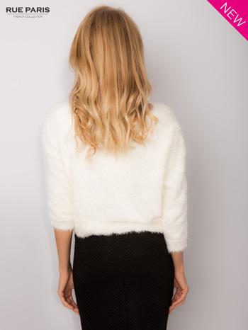 Ecru włochaty sweter z rękawami 3/4                                  zdj.                                  5