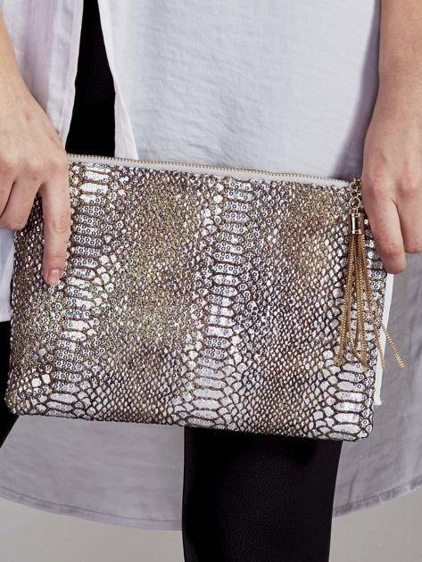 Elegancka kopertówka z motywem wężowej skóry srebrna                              zdj.                              1