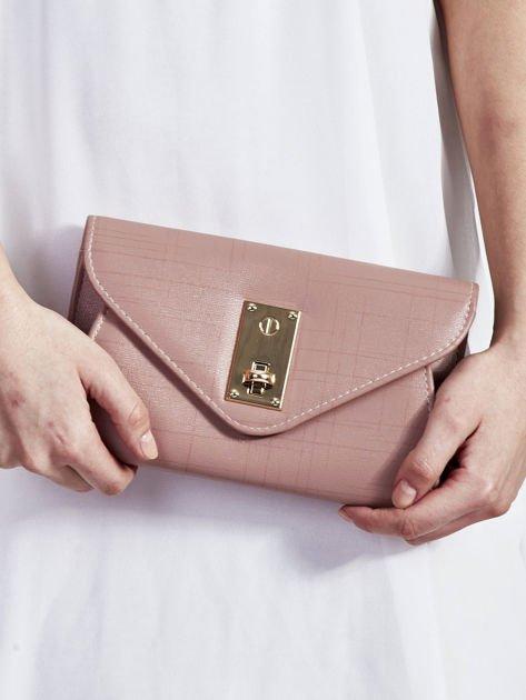 Elegancka kopertówka z ozdobnym zapięciem pudrowo różowa                              zdj.                              1