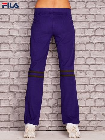 FILA Fioletowe spodnie dresowe z kolorowymi paskami z tyłu