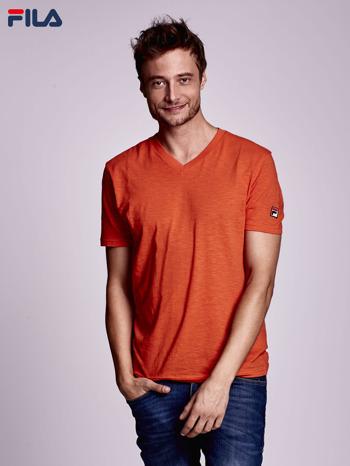 FILA Pomarańczowy t-shirt męski z dekoltem w serek                              zdj.                              1