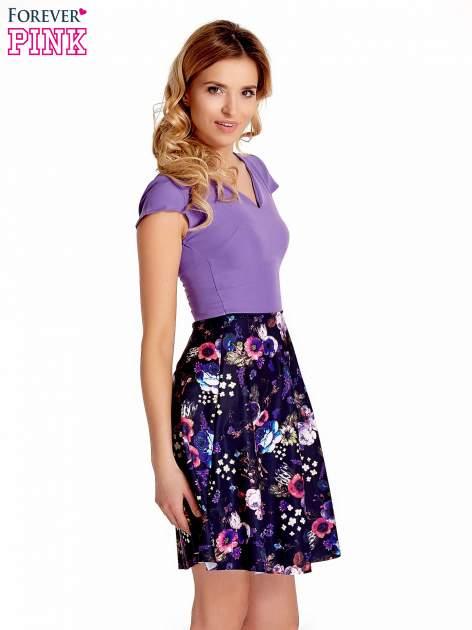 Fioletowa sukienka z motywem floral print na dole                                  zdj.                                  3