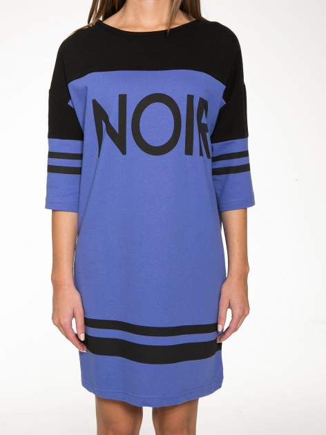 Fioletowa sukienka z napisem NOIR w stylu sportowym                                  zdj.                                  8
