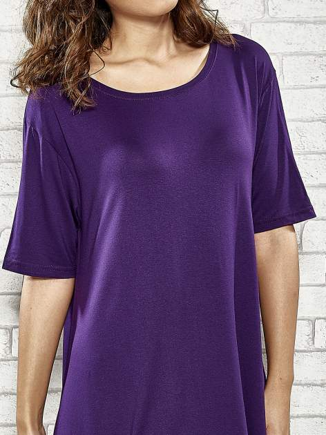 Fioletowa sukienka z wydłużanymi bokami                                  zdj.                                  5