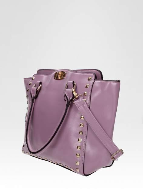 Fioletowa torebka na ramię z dżetami                                  zdj.                                  2