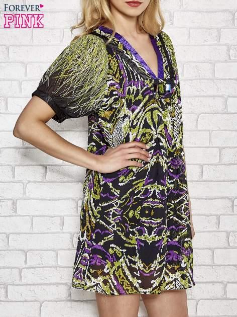Fioletowa wzorzysta sukienka z kamieniami                                  zdj.                                  3