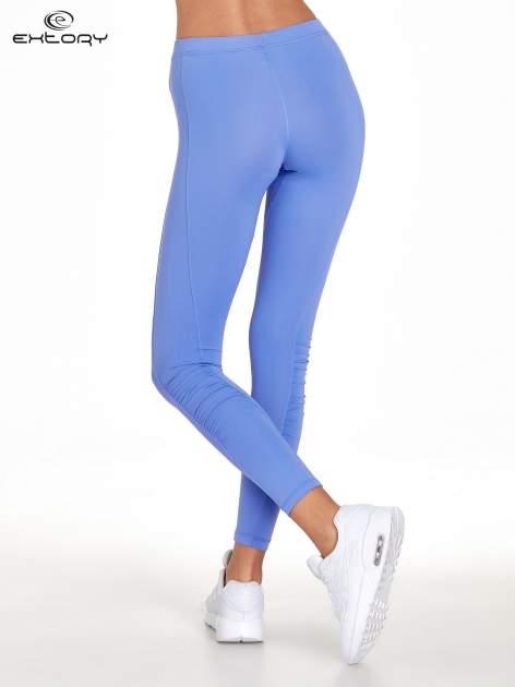 Fioletowe legginsy sportowe termalne z drapowaniem                                  zdj.                                  3