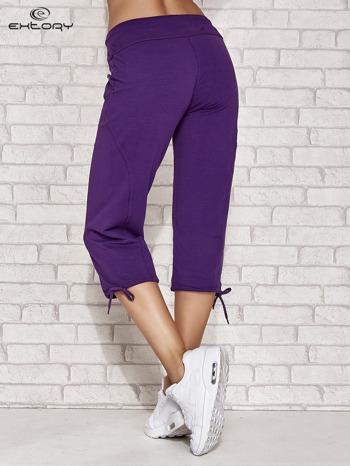 Fioletowe spodnie dresowe capri z kieszonką                                  zdj.                                  3