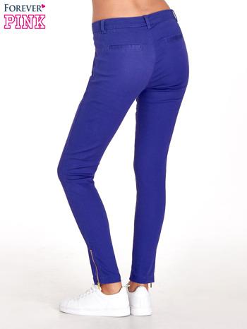Fioletowe spodnie ze złotymi suwakami                                  zdj.                                  4