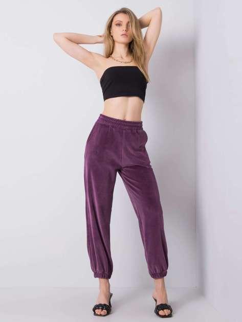 Fioletowe welurowe spodnie dresowe Mariah RUE PARIS
