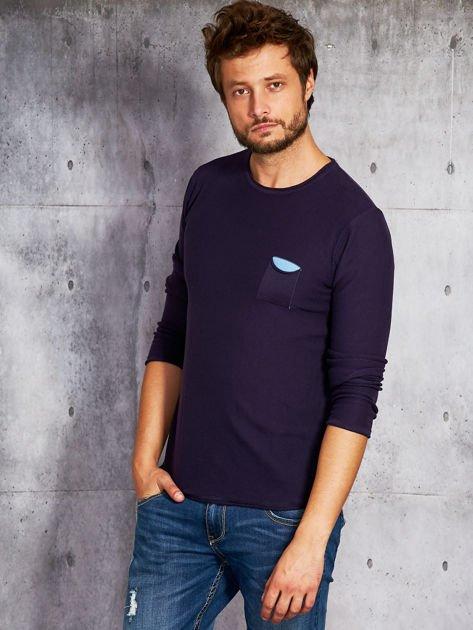 Fioletowy sweter męski z kieszonką                              zdj.                              1
