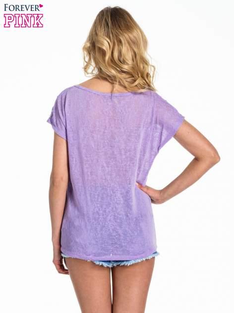 Fioletowy t-shirt z kryształkami na rękawach                                  zdj.                                  4