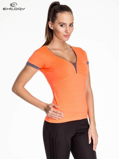 Fluopomarańczowy damski t-shirt sportowy w paski z lamówką