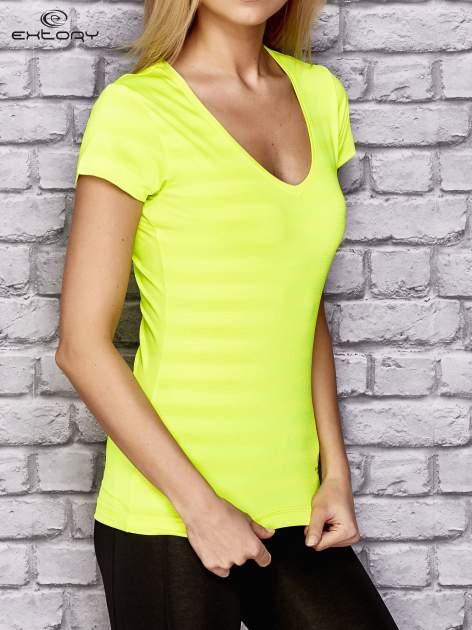 Fluożółty damski t-shirt sportowy w paski                                  zdj.                                  3
