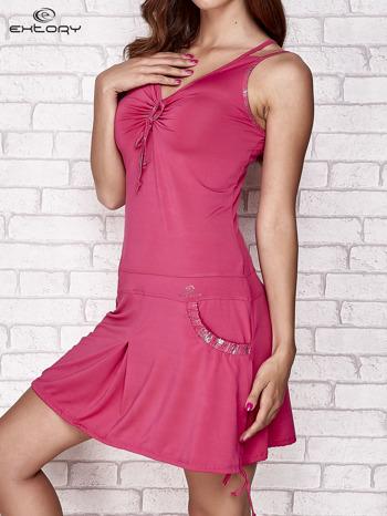 Fuksjowa sukienka sportowa z wiązaniem przy dekolcie                                  zdj.                                  3