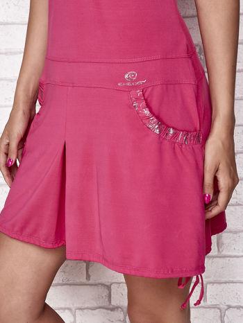 Fuksjowa sukienka sportowa z wiązaniem przy dekolcie                                  zdj.                                  6