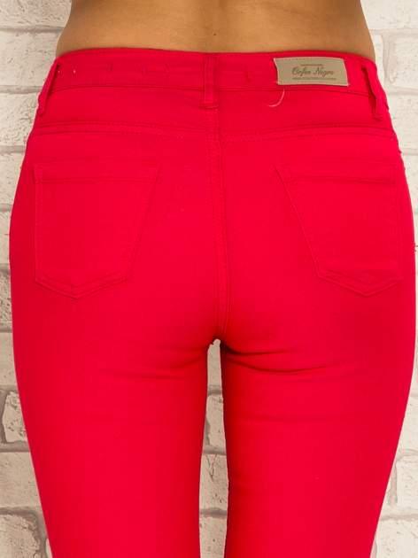 Fuksjowe spodnie rurki skinny z kieszeniami                                  zdj.                                  7