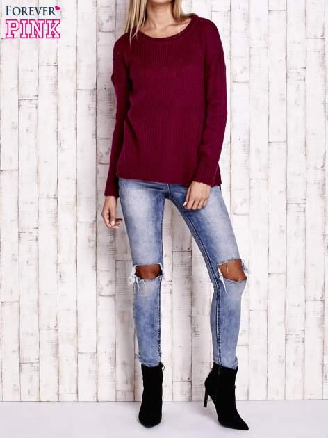 Fuksjowy dzianinowy sweter z dłuższym tyłem                                  zdj.                                  2