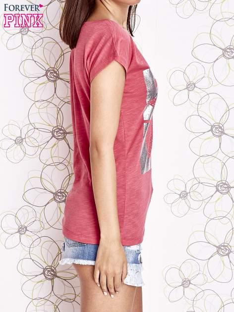 Fuksjowy t-shirt z motywem gwiazdy i dżetami                                  zdj.                                  3