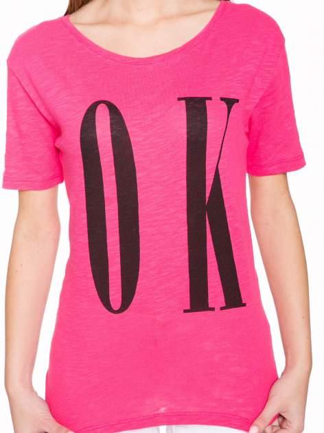 Fuksjowy t-shirt z napisem OK                                  zdj.                                  6