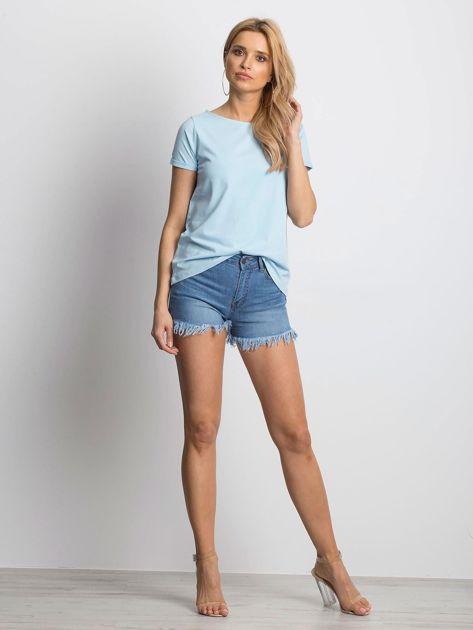 Gładki niebieski t-shirt z podwijanymi rękawami                              zdj.                              5