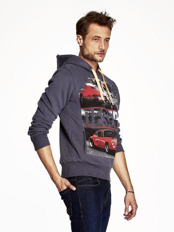 Grafitowa bluza męska z samochodowym nadrukiem                                  zdj.                                  3