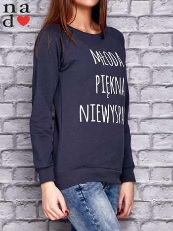 Grafitowa bluza z napisem MŁODA PIĘKNA NIEWYSPANA                                  zdj.                                  3