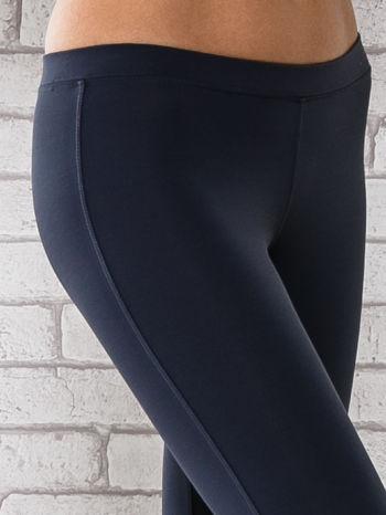 Grafitowe legginsy sportowe z dżetami na dole nogawki                                  zdj.                                  5