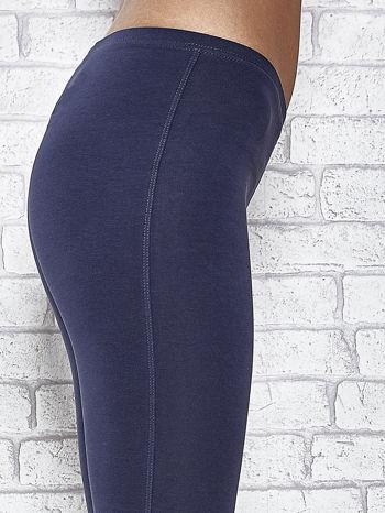 Grafitowe legginsy sportowe z patką z dżetów na dole                                  zdj.                                  6