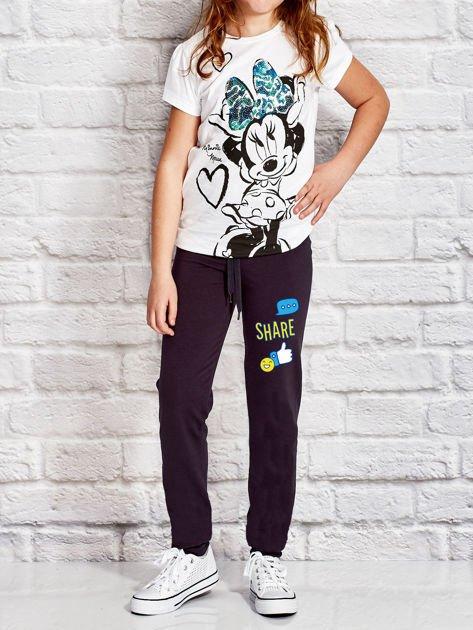 Grafitowe spodnie dresowe dla dziewczynki z emotikonami                              zdj.                              4