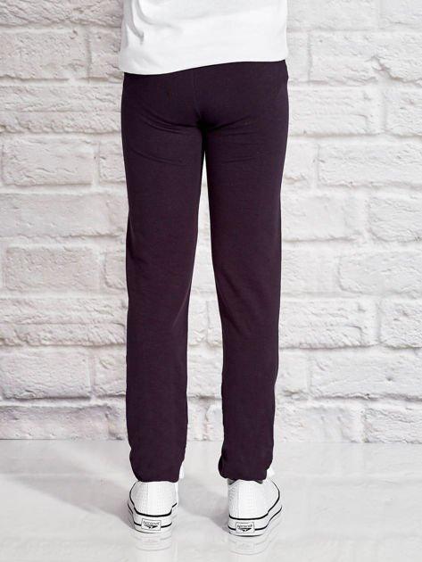 Grafitowe spodnie dresowe dla dziewczynki z napisem WEEOOW                                  zdj.                                  2