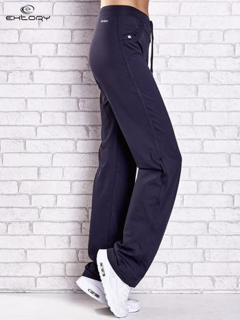 Grafitowe spodnie dresowe z dżetami i troczkami PLUS SIZE