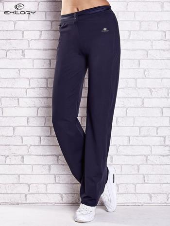 Grafitowe spodnie dresowe z guziczkami PLUS SIZE                                  zdj.                                  1
