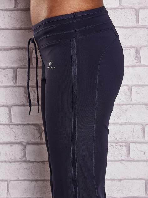 Grafitowe spodnie dresowe ze ściągaczem                                  zdj.                                  5
