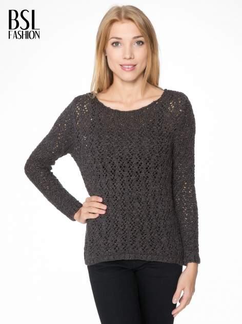 Grafitowy sweter o ażurowym splocie                                  zdj.                                  1