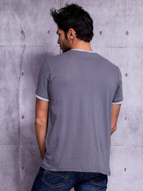 Grafitowy t-shirt męski z napisami                              zdj.                              2