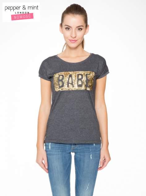 Grafitowy t-shirt z napisem BABE z cekinów
